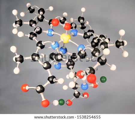 "Molecule model of the Heme B molecule. White is Hydrogen, black is Carbon, red is  Oxygen, yellow Iron and green marks various rest groups.  The two Oxygen attached to the iron are the ""payload"""