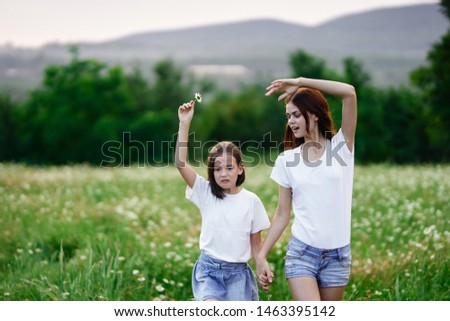 Mom and daughter nature fun joy leisure leisure childhood #1463395142