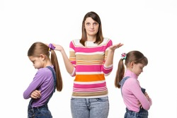 Mom does not know how to reconcile offended at each other daughters