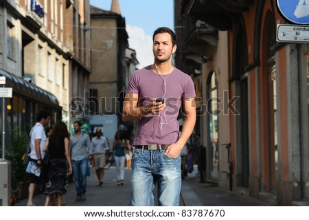 moments of reflection of a guy who walks around the city listening to the music of his mp3