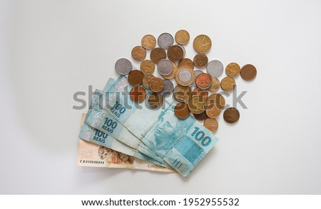 Money from Brasil. Real Currency, Dinheiro, Reais, Coin, Brazilian coin. Many coins on Brazilian money notes. Foto stock ©