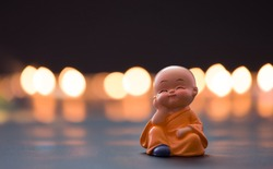 Monk baby is leaning his head on his hand, Far East temple culture