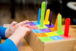 Montessori implement. Sorting by the colors. DIY at home from cardboard box and ice-cream sticks. Easy 5 minute craft. Early preshool eduaction for toddlers.