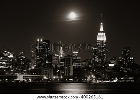 Moon rise over midtown Manhattan with city skyline at night #400265161