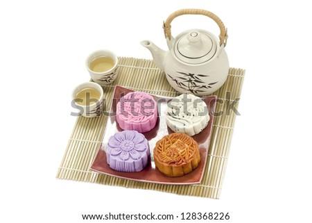 mooncake with tea