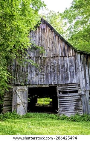 Moonshiners barn in the woods of Alabama