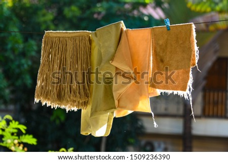 Mop cloths to dry on the clothesline to dry the afternoon sun.