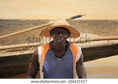 MOPTI, MALI, AFRICA - AUGUST, 26, 2011 Fisherman returns after a day of work on the Niger River