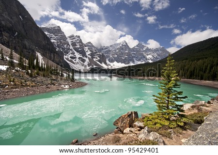 Moraine Lake in the month of May (Late Spring), Lake Louise, Banff National Park, Alberta, Canada