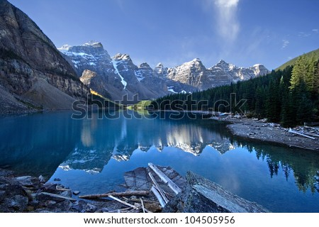 Moraine Lake, Lake Louise, Banff National Park, Alberta, Canada.