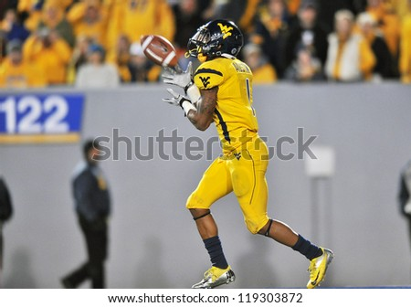 MORGANTOWN, WV - NOVEMBER 17: West Virginia Mountaineers returner Tavon Austin takes a kickoff during the Big 12 conference game between the Mountaineers & Sooners November 17, 2012 in Morgantown, WV