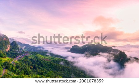 Morning mist Viewpoint Phu Pha Mok Baan Jabo, the most favourite place for tourist in Mae Hong Son province Thailand. Baan Jabo one of the most amazing mist in Thailand. Stockfoto ©