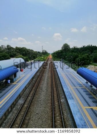 morning view of lineleading of train at komuter KTM station Tiroi Seremban Negeri Sembilan  Stok fotoğraf ©