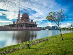 Morning view of Masjid Putra in Putrajaya. The first mosque in Putrajaya Malaysia. It is one of the most famous landmark in Malaysia