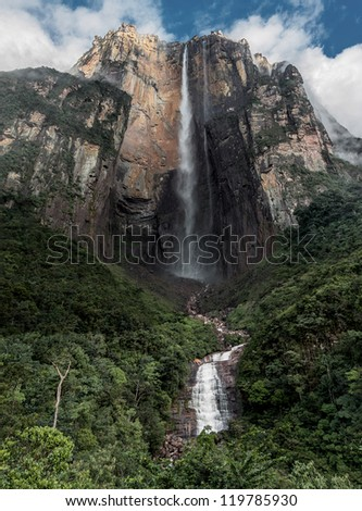 Morning view of the Angel Falls ( Salto Angel ) is worlds highest waterfalls (978 m), Venezuela