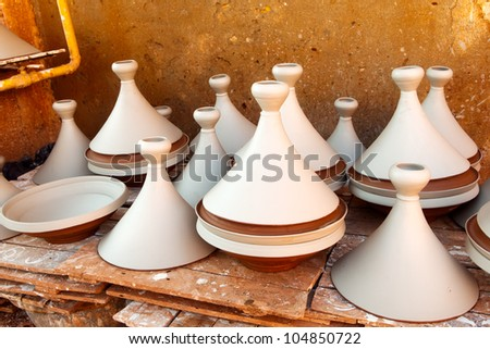 Moroccan dishware drying before roasting