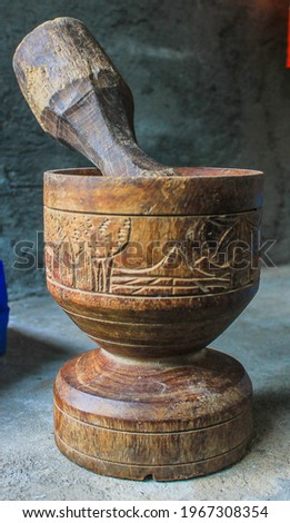 Mortar and pestle made of wood, isolated. Foto stock ©