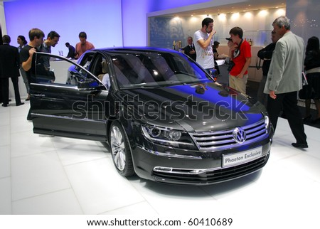 MOSCOW - AUG 26: Volkswagen Phaeton Exclusive The Moscow international motor show 2010 on August 26, 2010 in Moscow, Russia.