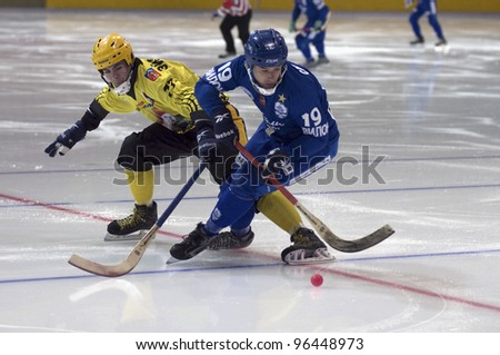 MOSCOW - FEBRUARY 22: Hockey match Dynamo (blue) - Moorman (yellow) in ice sports palace Krylatskoye on February 22, 2012 in Moscow, Russia. Dynamo won 11 - 3