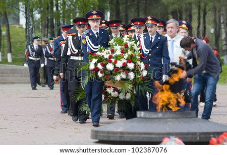 MOSCOW - MAY 7: The Great Patriotic War veterans and cadets of military schools lay a wreath at the eternal flame in honor of Victory Day celebration on May 7, 2012 in Moscow, Russia