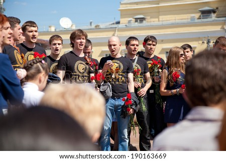 MOSCOW, RUSSIA - MAY 9: Young people congratulate war veterans on Victory Day, sing a song, May 9, 2013 in Moscow, Russia