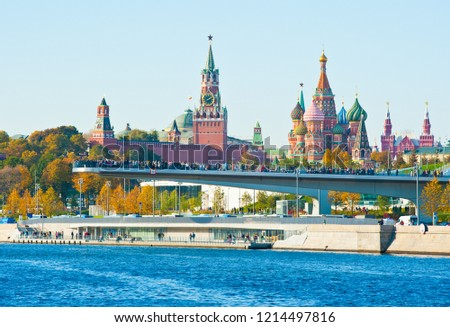 """MOSCOW, RUSSIA - OCTOBER 13, 2018: The """"floating bridge"""" in the park """"Zaryadye"""". Spasskaya Tower and Cathedral of Vasily the Blessed (Saint Basil's Cathedral) on Red Square in sunny autumn day"""
