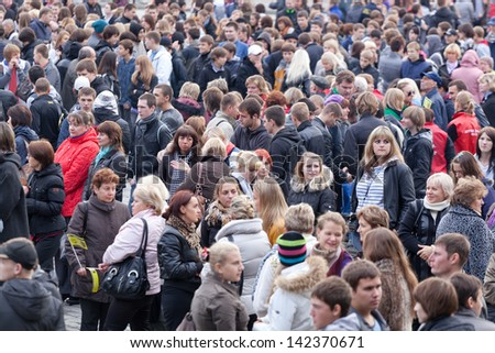 MOSCOW, RUSSIA - SEPTEMBER 30: Crowd of people at the station waiting for an electric train, Moscow, Russia, September 30, 2011. In 2011 the passenger turnover in Moscow made 510,1 million people.