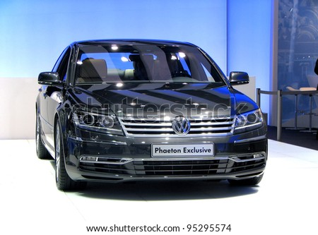 MOSCOW, RUSSIA - SEPTEMBER 1: Volkswagen Phaeton presented at the Moscow International Autosalon on September 1, 2010 in Moscow, Russia.