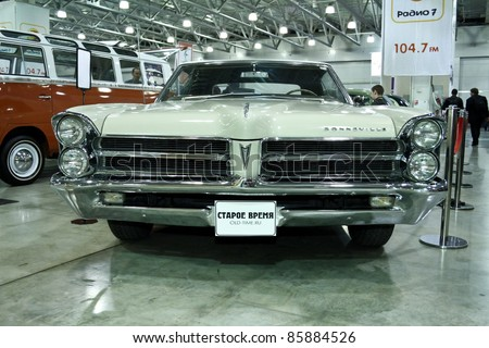 MOSCOW - SEPTEMBER 16: Pontiac Bonneville 1954 at the international exhibition of the technical antiques on September 16, 2011 in Moscow, Russia