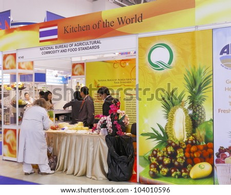 MOSCOW-SEPTEMBER 13:Visitors taste the fruits at the stand NATIONAL BUREAU OF AGRICULTURAL COMMODITY AND FOOD STANDARDS at the International Food & Drinks Exhibition on September 13, 2011 in Moscow