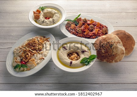 motabal and humus and turkish salad with bread side view Foto stock ©