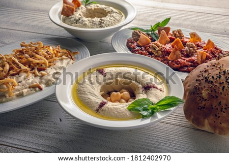 motabal and humus and turkish salad with bread top view Foto stock ©