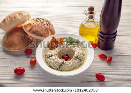 motabal with bread oil and tomato  side view Foto stock ©