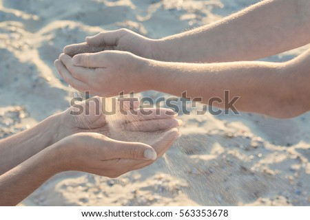 Mother and child play with sand. Boy throws sand to the mothers arms. Active parents and people outdoor activity on summer vacations with children. Foto stock ©