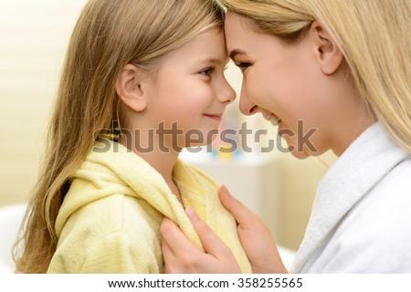 mom and daughter lesbian kiss free lesbian porn viseos