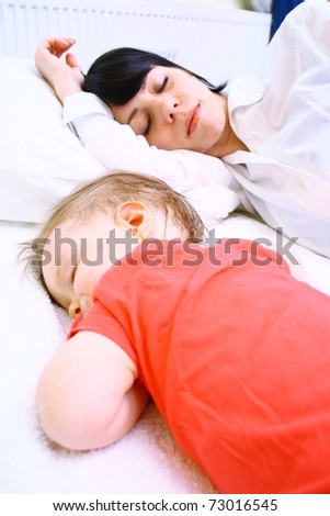 Mother and her daughter sleeping in bed