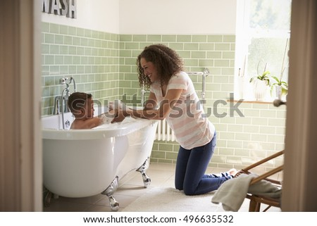 Boys bath time images usseekcom for Mom and son in bathroom