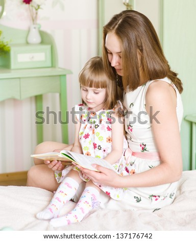 mother with the daughter read the book