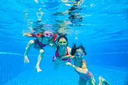 mother with two little girls played under water in the pool