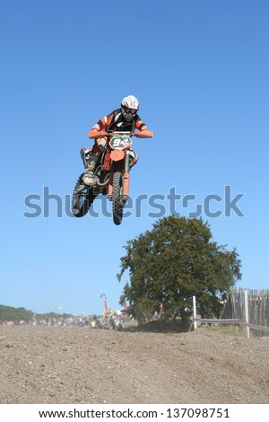 Dirt bike jump : Shutterstock