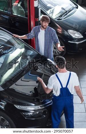 Motor vehicle service in auto repair shop