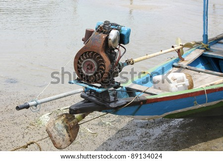 Motor with small propeller in a fishing boat chilka lake for Small fishing boats with motor