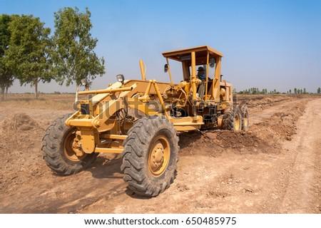 Motorgrader , heavy , Dirt road