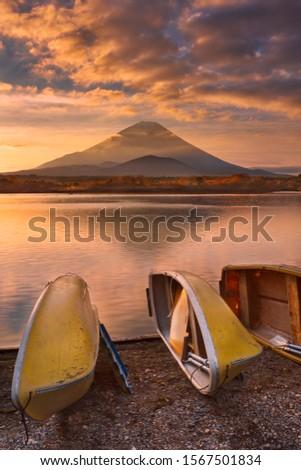 Mount Fuji (Fujisan, 富士山) photographed at sunrise from Lake Shoji (Shojiko, 精進湖). ストックフォト ©