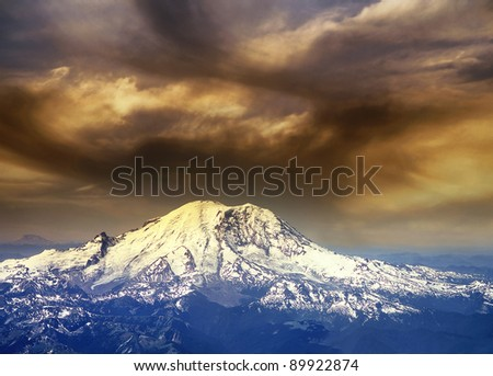 Mount Rainier is a massive stratovolcano, USA