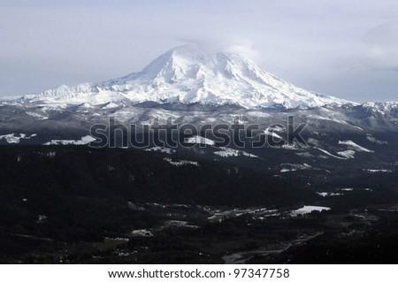 Mount Rainier, the tallest peak in Washington state, covered in snow.