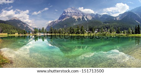 Mount Steven reflects into pond at Field, British Columbia, Canada Located in Yoho National Park. Stock foto ©