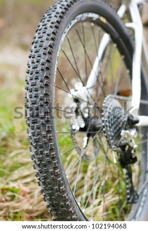 Mountain bike tire with shifting system