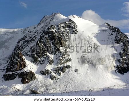Mountain glacier #669601219