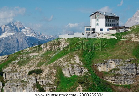 Mountain hut Rifugio Auronzo, near the Three Peaks of Lavaredo. Italian Dolomites. Foto d'archivio ©